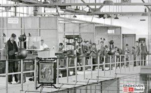 foto van een deel van de Philips bedrijfsschool uit eind 30-er jaren. Het betreft de bovenverdieping met o.a. de electriciens van meester Jolen